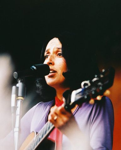 http://gentlebear.files.wordpress.com/2008/07/joan-baez-c10102139.jpeg